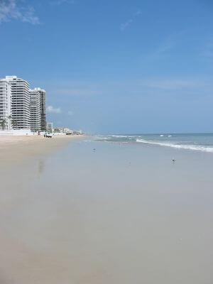 Endloser feiner Sandstrand. Eindrücke von Orlando während meiner Reise nach Florida, USA.