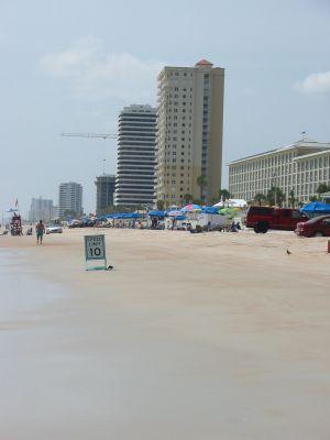 Verkehrszeichen am Strand. Eindrücke von Orlando während meiner Reise nach Florida, USA.