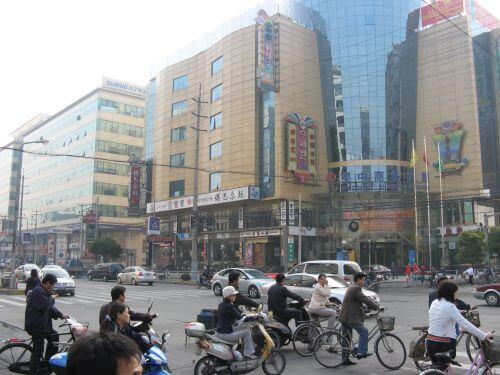 Moderne Shoppingzentren. Mein Arbeitsweg durch Shanghai 上海, China 中国