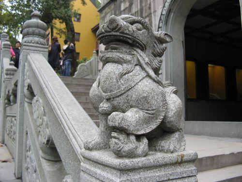 Ein Löwe bewacht die Tempel in Hangzhou 杭州 und der Westsee 西湖, China 中国