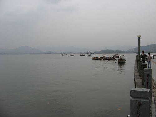 Melancholische Stimmung am Westsee. Hangzhou 杭州 und der Westsee 西湖, China 中国