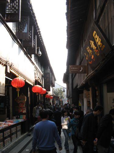 Historische Altstadt in Zhouzhuang 周庄镇 - eine der bekanntesten Wasserstädte, Shanghai 上海, China 中国