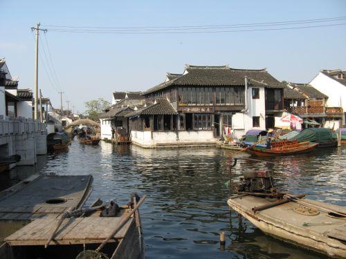 Alter Hafen in Zhouzhuang 周庄镇 - eine der bekanntesten Wasserstädte, Shanghai 上海, China 中国