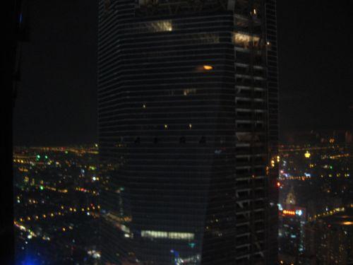 Blick auf das SWFC vom Jin Mao Tower 金茂大厦 und Cloud 9 Bar, Shanghai 上海, China 中国