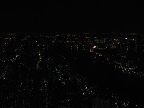Lichter der Großstadt vom Jin Mao Tower 金茂大厦 und Cloud 9 Bar, Shanghai 上海, China 中国