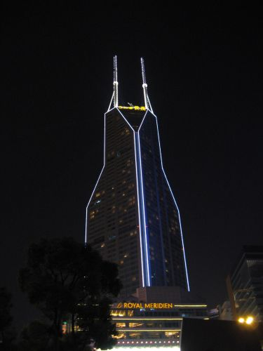 Wolkenkratzer. People's Square 人民广场 bei Nacht, Shanghai 上海, China 中国