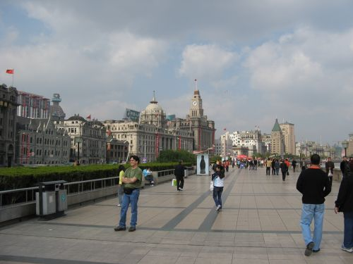 Fußgängerzone am Bund. Shanghai 上海 - The Bund 外滩 und die Innestadt, China 中国
