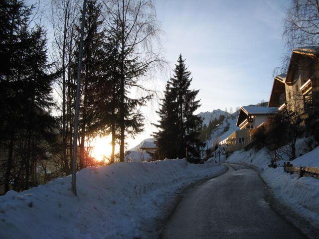 Straße nach Kappl. Winterurlaub und Skifahren in Kappl und Ischgl.