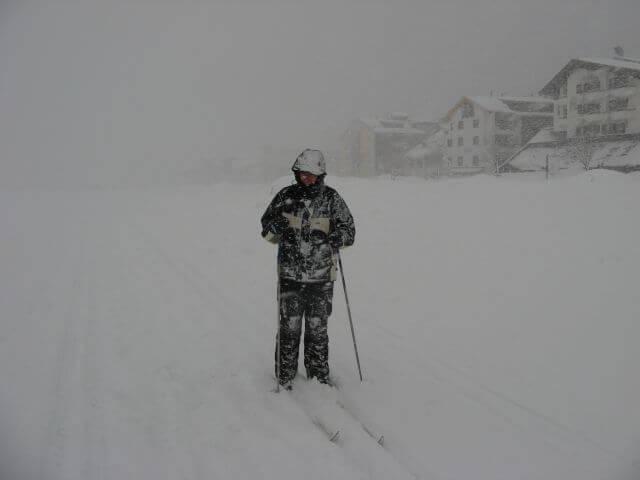 Skifahren im Schneesturm. Winterurlaub und Skifahren in Kappl und Ischgl.
