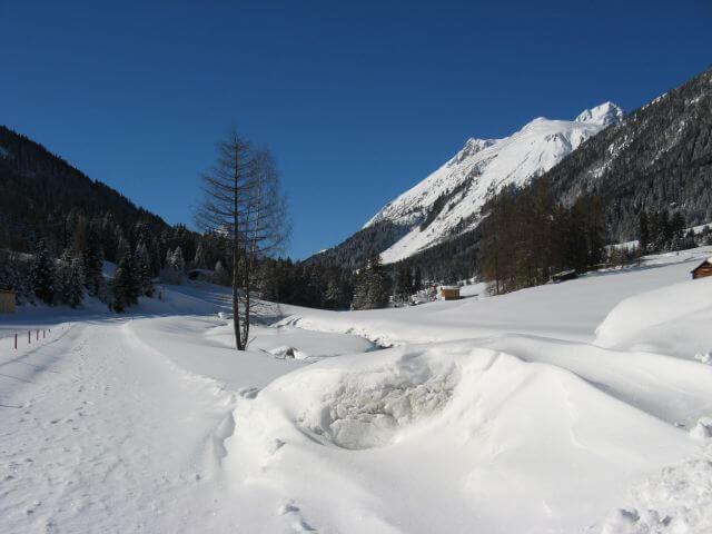 Winterlandschaft mit Schnee. Winterurlaub und Skifahren in Kappl und Ischgl.