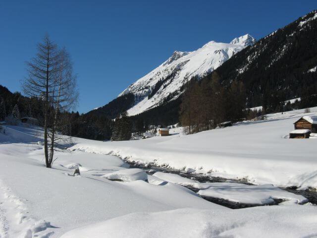 Verschneite Landschaft. Winterurlaub und Skifahren in Kappl und Ischgl.