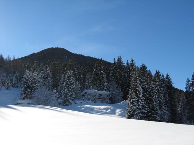 Verschneite Berge. Winterurlaub und Skifahren in Kappl und Ischgl.