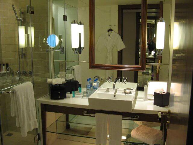 Badezimmer. Das Millenium Hongqiao Hotel, China 中国, Shanghai 上海