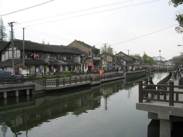 Einfache Hütten in Qibao 七宝镇 - die 'Seven Treasures Town' mitten in Shanghai 上海, China 中国.