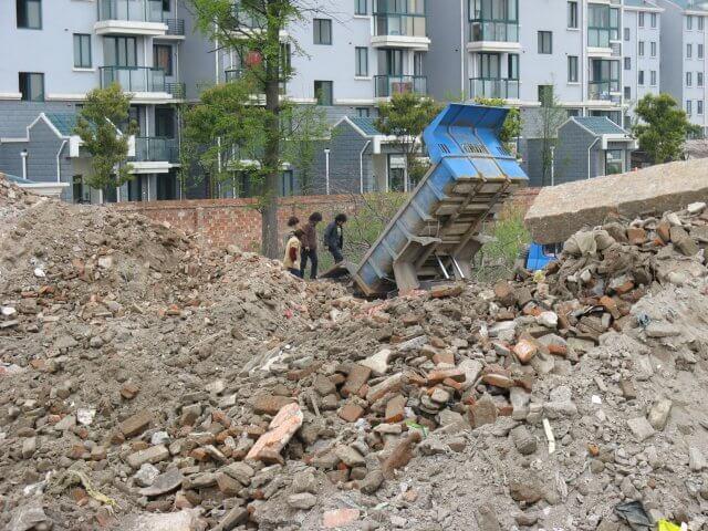 Trümmerfrauen in Qibao 七宝镇 - die 'Seven Treasures Town' mitten in Shanghai 上海, China 中国.