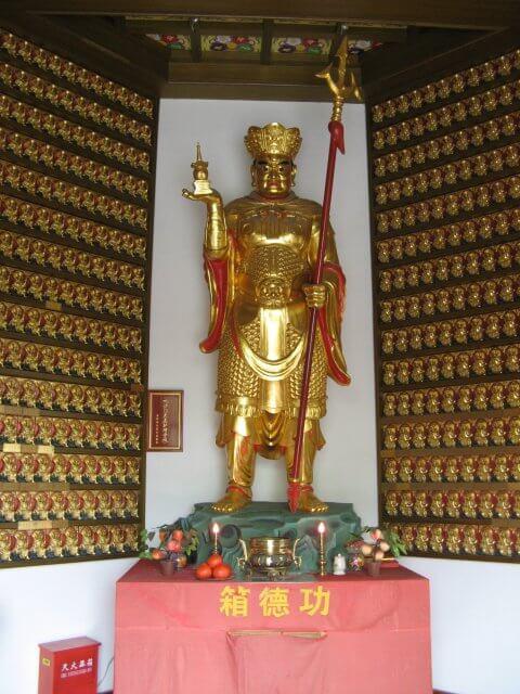 Grimmige Gottheit in Qibao 七宝镇 - die 'Seven Treasures Town' mitten in Shanghai 上海, China 中国.