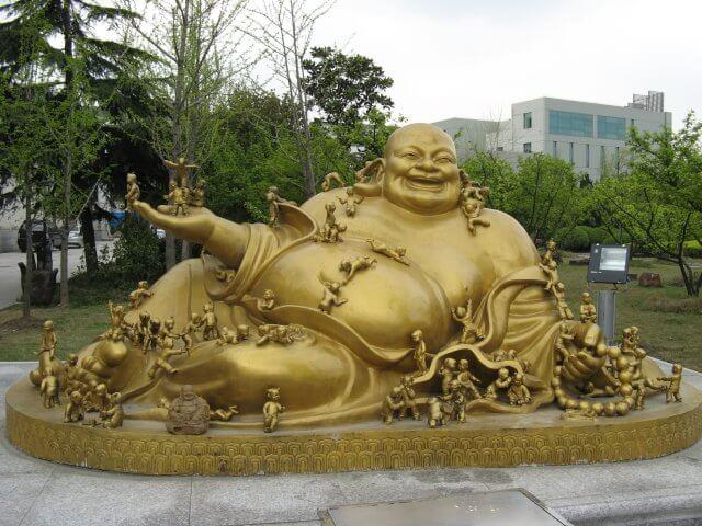 Freundlicher Buddha in Qibao 七宝镇 - die 'Seven Treasures Town' mitten in Shanghai 上海, China 中国.