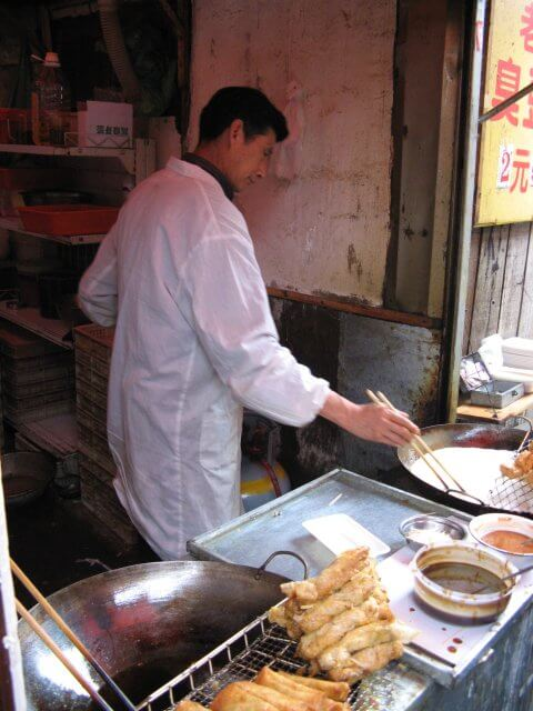 Traditionelles Fast Food in Qibao 七宝镇 - die 'Seven Treasures Town' mitten in Shanghai 上海, China 中国.