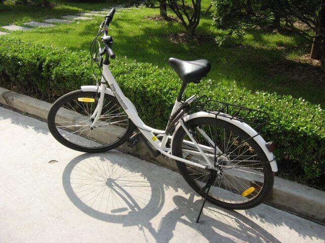 Ein Fahrrad für den Arbeitsweg Shanghai 上海.