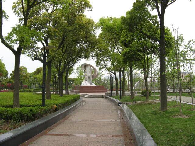 Park mit Kunstwerk in Songjiang 松江区 - ein unbeabsichtigter Besuch, China 中国, Shanghai 上海