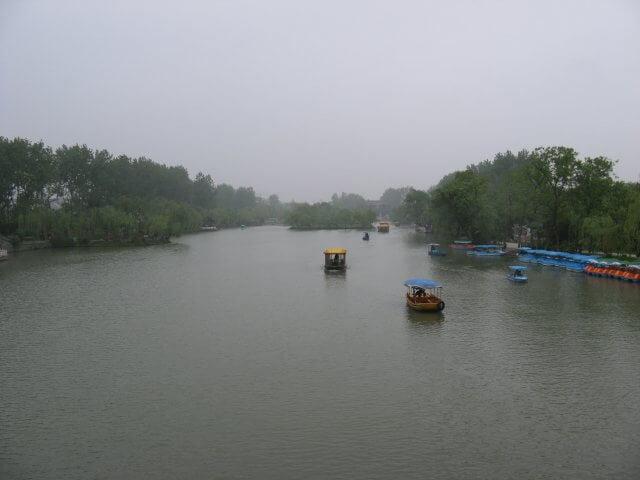 See mit Booten. Dienstreise nach Yangzhou 扬州市, Slender West Lake 瘦西湖), China.