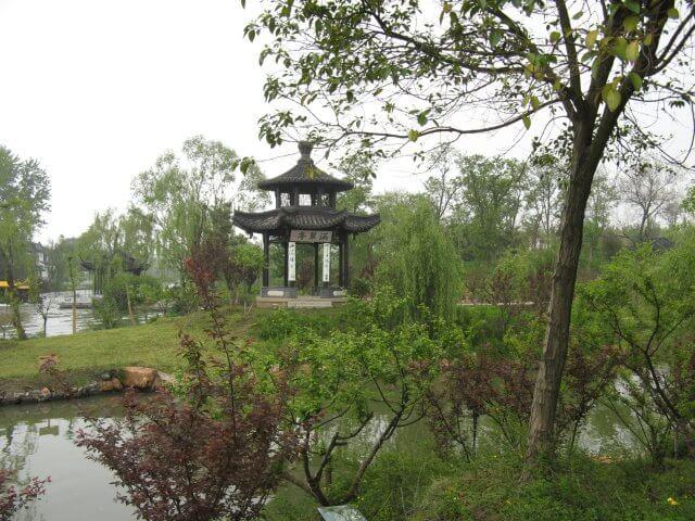 Kleines Teehaus. Dienstreise nach Yangzhou 扬州市, Slender West Lake 瘦西湖), China.