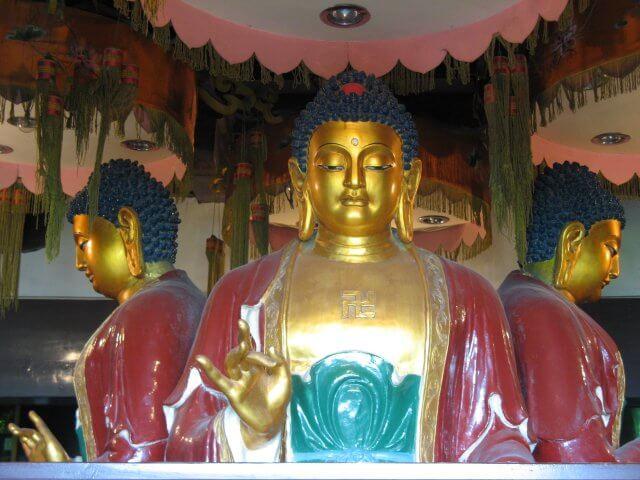 Goldener Buddha. Dienstreise nach Yangzhou 扬州市, Slender West Lake 瘦西湖), China.
