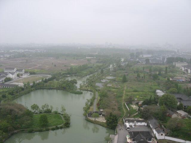 Blick vom Turm auf die Stadt. Dienstreise nach Yangzhou 扬州市, Slender West Lake 瘦西湖), China.