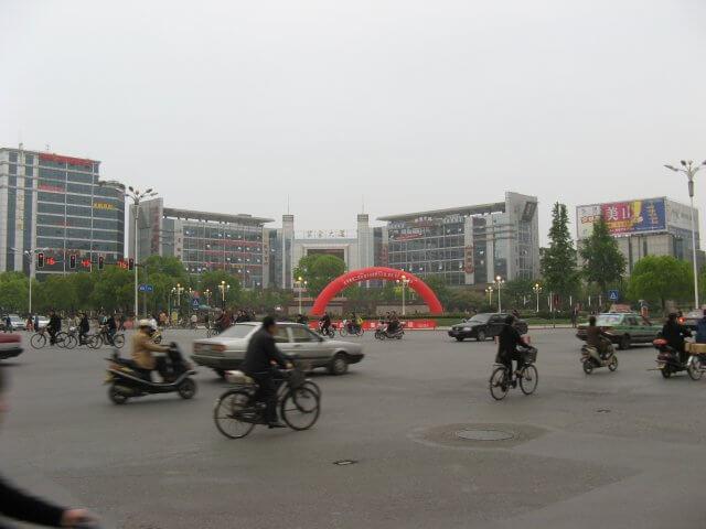 Umsteigen in Zhenjiang. Dienstreise nach Yangzhou 扬州市, Slender West Lake 瘦西湖), China.