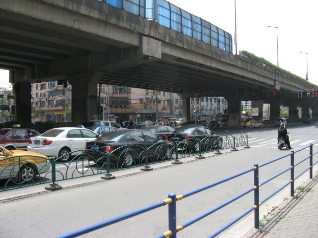 Hochstraße. Schön ist anders. Alltägliche Bilder aus Shanghai 上海, China.