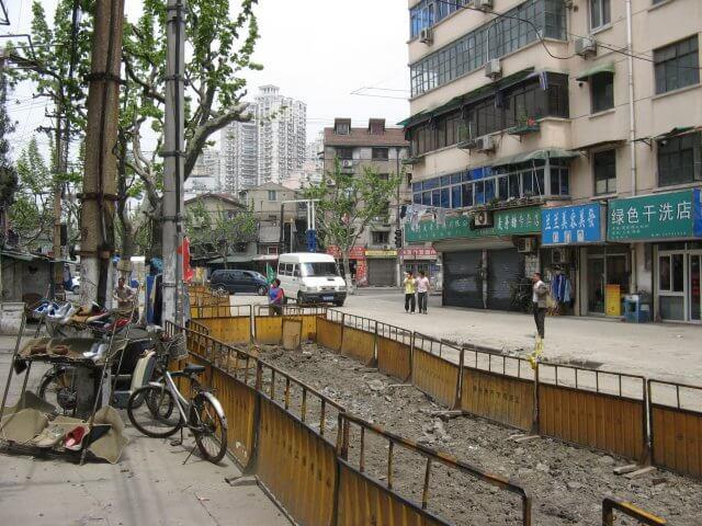 Allgegenwärtige Baustelle. Schön ist anders. Alltägliche Bilder aus Shanghai 上海, China.