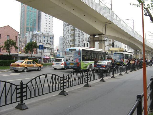 Highway. Schön ist anders. Alltägliche Bilder aus Shanghai 上海, China.