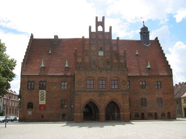 Das Rathaus von Jüterbog. Der Fläming-Skate in der Umgebung von Jüterbog.