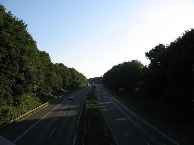 Autobahnüberquerung. Der Vennbahnweg von Aachen in die Eifel. Ein Radweg in Bildern.
