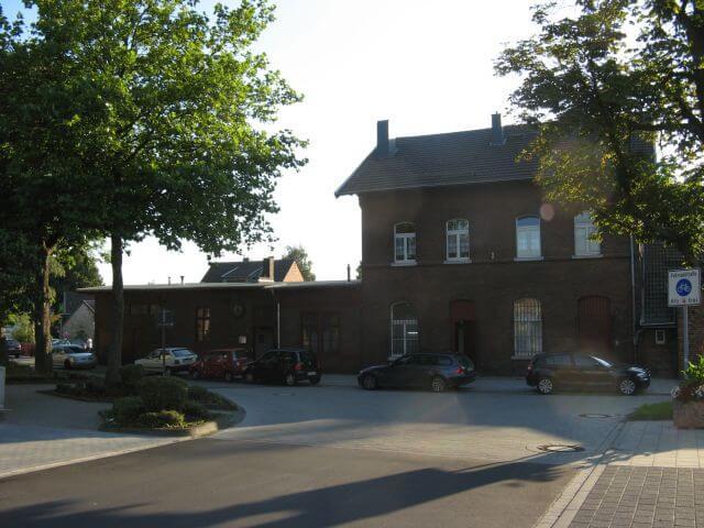 Der alte Brander Bahnhof. Der Vennbahnweg von Aachen in die Eifel. Ein Radweg in Bildern.