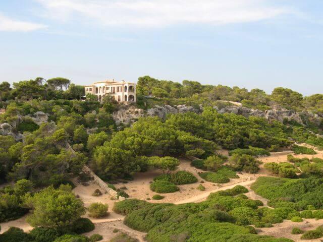 Nette Villa am Strand. Wanderungen in der Bergwelt Mallorcas.