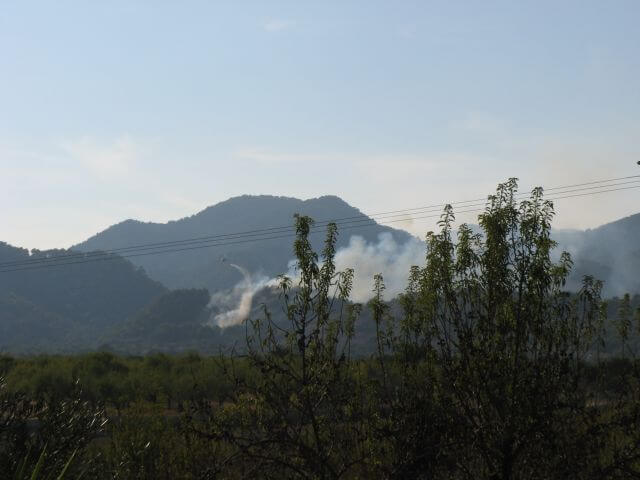 Feuerlöscheinsatz bei Waldbrand. Wanderungen in der Bergwelt Mallorcas.