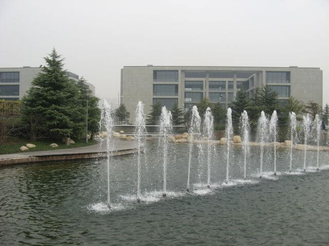 Wasserspiele. Shanghai Caohejing Hi-Tech Park 漕河泾开发区 - der Philips Campus in Shanghai 上海