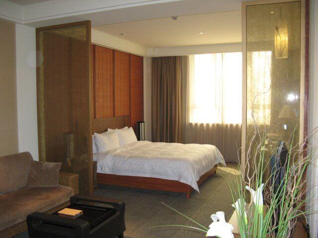 Zimmer mit Wohnbereich. China - Shanghai 上海- HuaNa Hotel