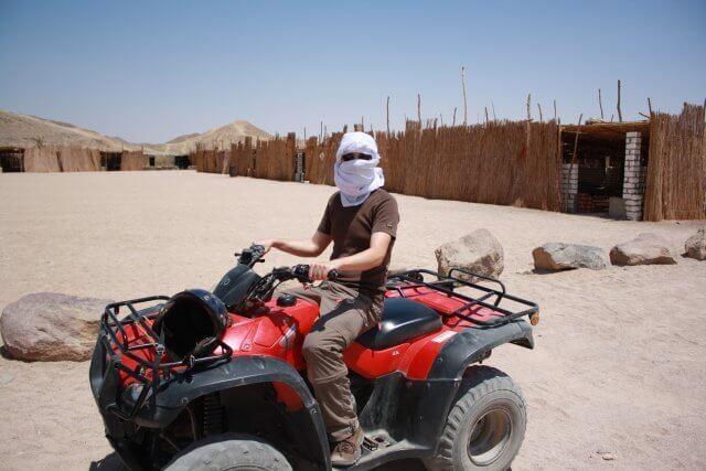 Quadfahren in der Wüste. Nilkreuzfahrt und Badeurlaub am Roten Meer in Ägypten.