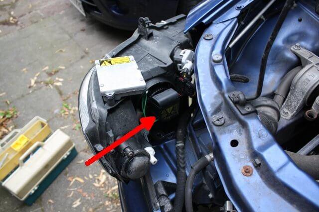 Xenon Hochspannungsmodul. Opel Astra G Xenon Scheinwerfer Licht Reparatur.