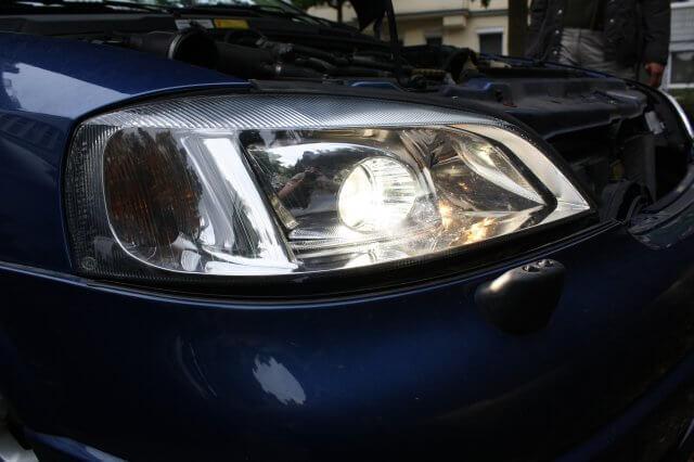 Zusammen. Opel Astra G Xenon Scheinwerfer Licht erfolgreich repariert