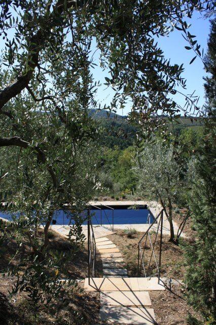 Pool im Grünen Toskana-Landschaft, Italien