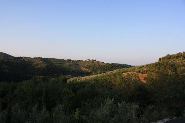 Hügellandschaft in der Sonne. Toskana-Landschaft, Italien