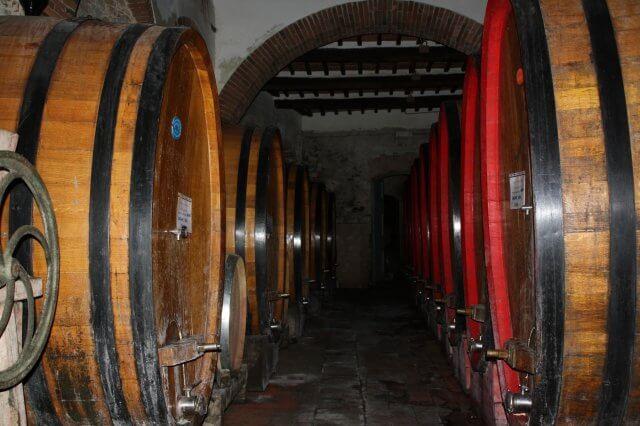 Weinfässer im Chianti. Toskana-Landschaft, Italien