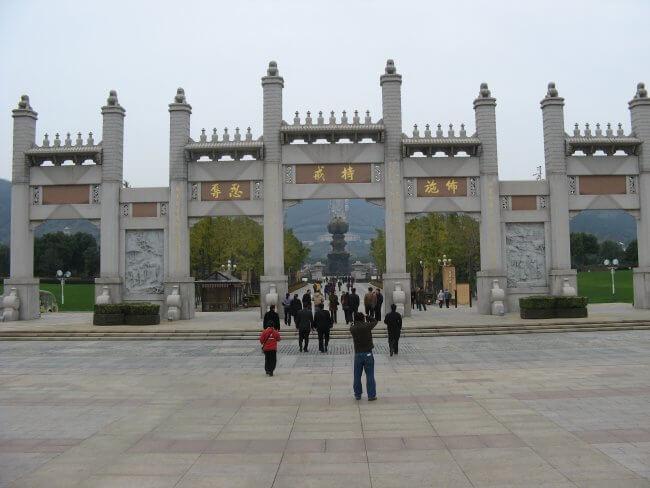 Offene Tore. Lingshan 灵山, Grand Buddha, Provinz Wuxi, China.