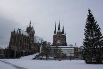 Winter in Erfurt. Schnee auf dem Domplatz.