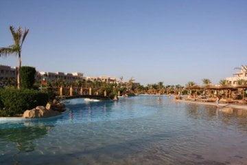 Pool vom Hotel Albatros Palace. Sommerurlaub in Ägypten - Kairo, Pyramiden und Rotes Meer