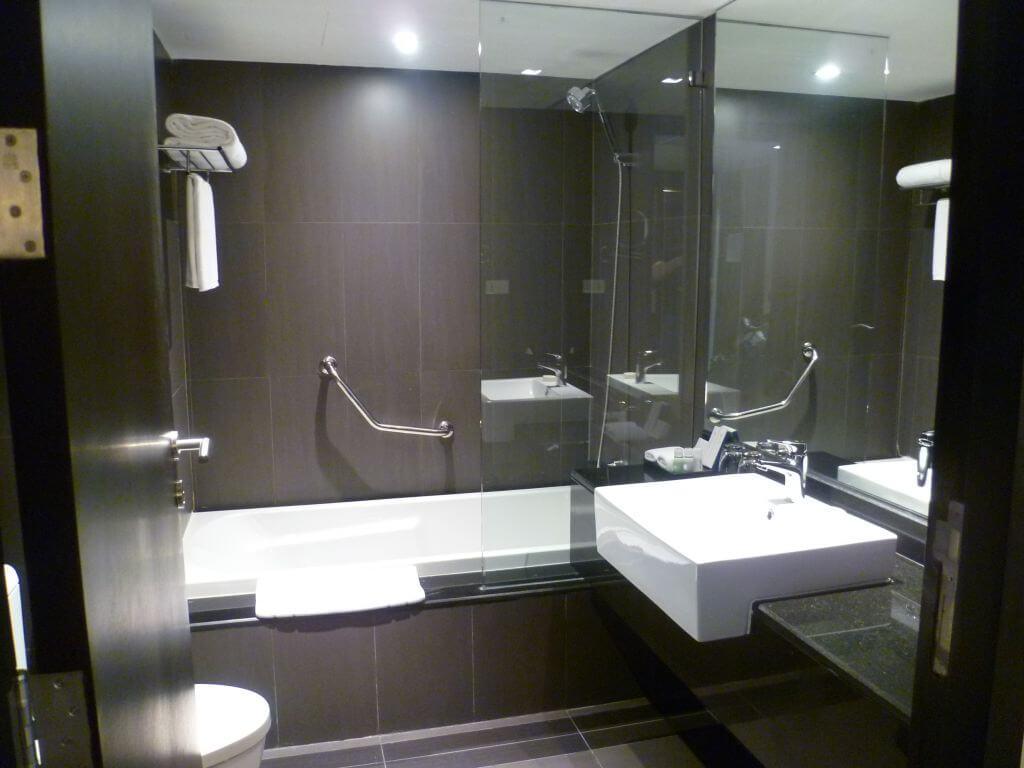 Modernes Badezimmer vom Hotel. Bilder und Eindrücke aus Bangkok - Thailand