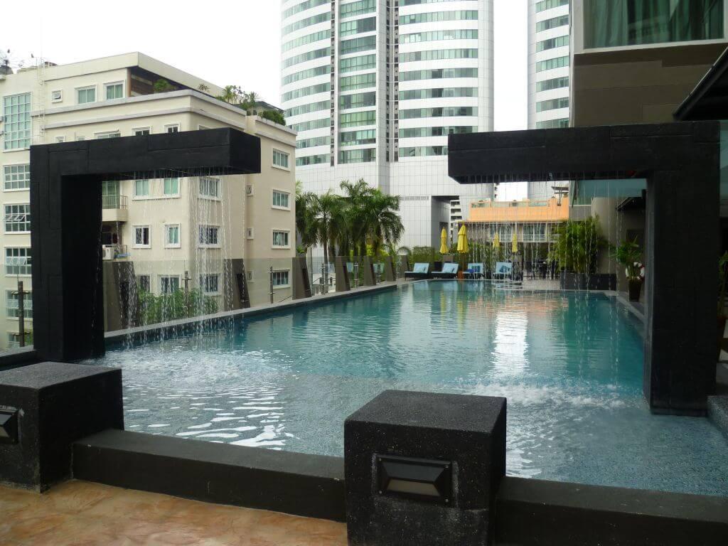 Pool vom Hotel an der Sukhumvit Road. Bilder und Eindrücke aus Bangkok - Thailand